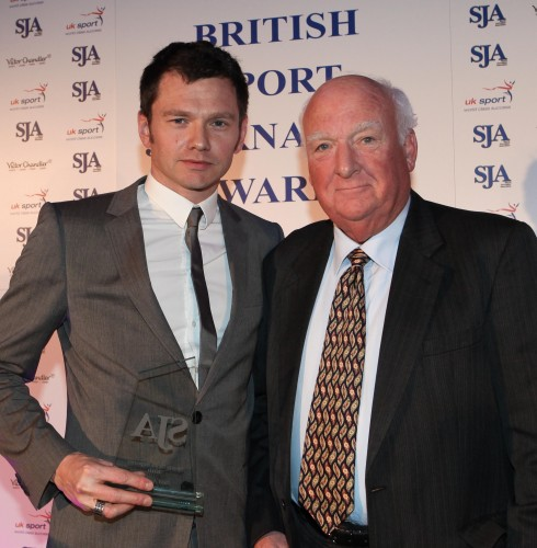 "Neil Ashton receives his Sports News Reporter award for 2010 from doyen of the ""rotters"", John Jackson"