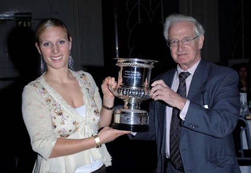 Zara Phillips receiving the 2005 BEWA Trophy from Alan Smith