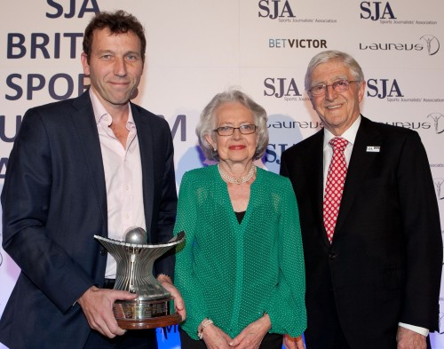 Michael Atherton, left, collecting the John Bromley Trophy as the 2011 Sports Writer of the Year from Carole Ann Bromley and the SJA President, Sir Michael Parkinson