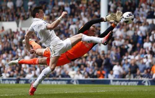 Sunderland's Simon Mignolet saves from Tottenham Hotspur's Gareth Bale, as captured by John Sibley of Action Images