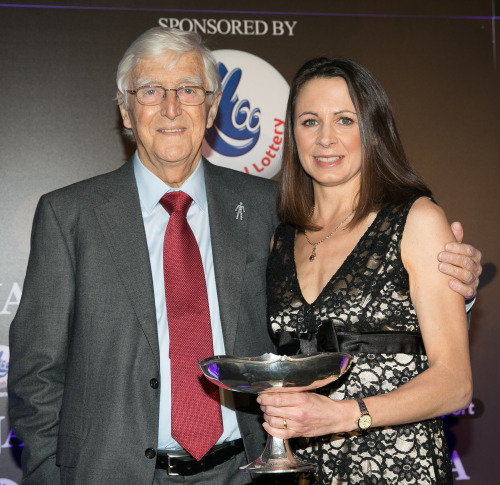 SJA President Sir Michael Parkinson presented the Sportswoman of the Year trophy to Jo Pavey