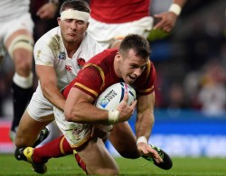 Gareth Davies scores the winning try on Saturday: Norman Giller has fond memories of an earlier Wales scrum half