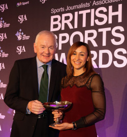 Patrick Collins presents Jessica Ennis-Hill with the SJA's Sportswoman of the Year trophy. Will Ennis-Hill be the British public's choice tonight?